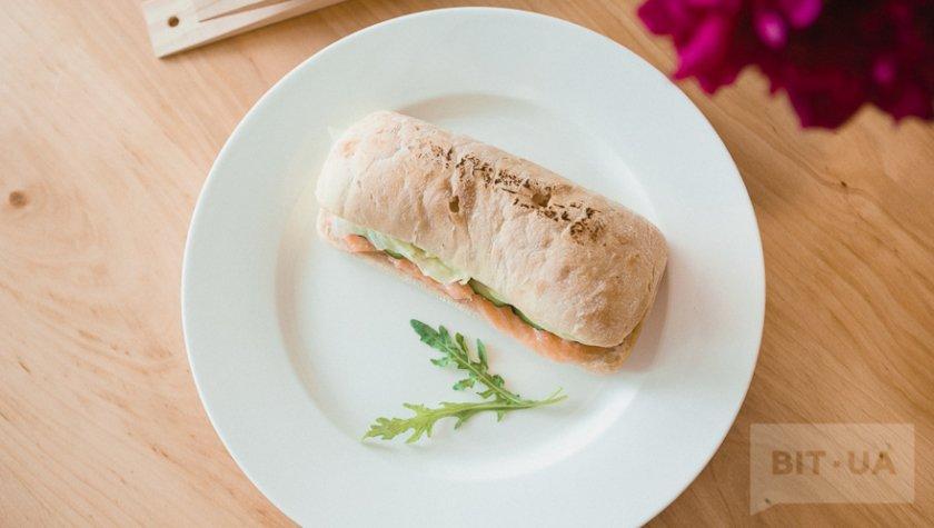 Сендвич с лососем — 76 грн