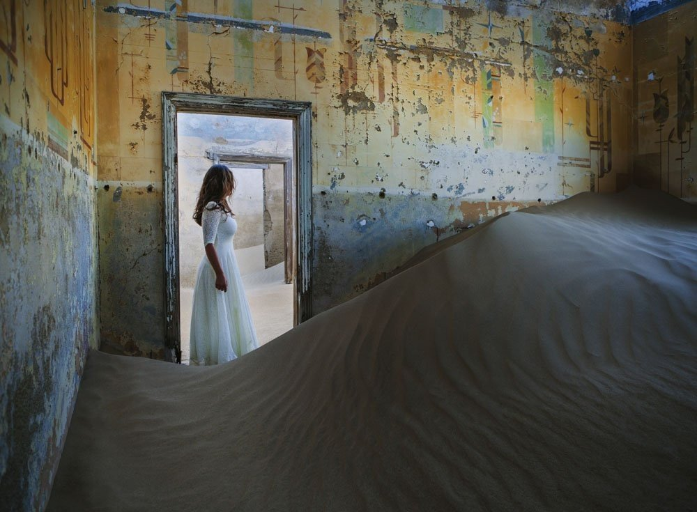 mcevoy-tells-ti-that-she-was-unsure-whether-she-was-going-to-turn-the-photos-into-a-series-until-she-arrived-in-kolmanskop