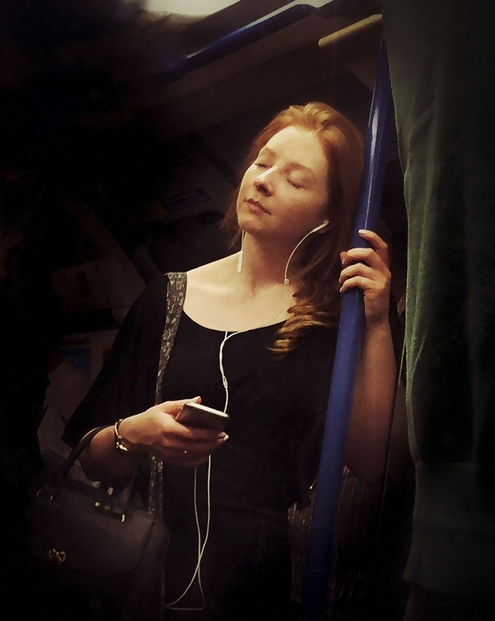 secret-subway-portraits-16th-century-tube-passengers-matt-crabtree-4-57626c75b3041__700-1