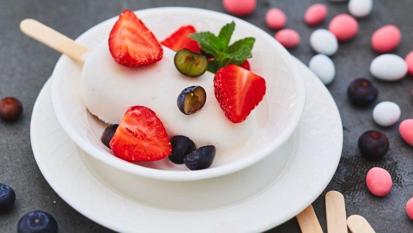 Vino e Cucina.  Морозиво «Бабл Гам» з ягодами