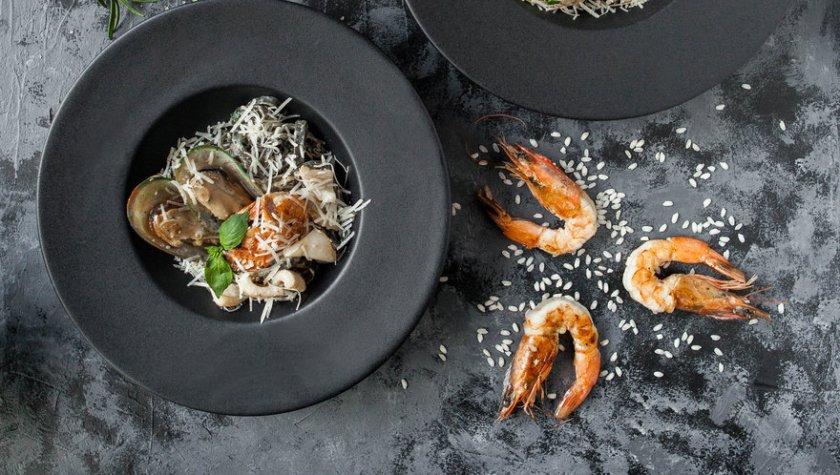 Ризотто с белыми грибами с трюфельной пастой и вяленым томатом – 129 грн