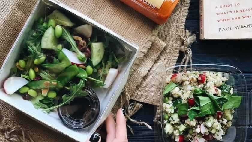 Салат с сезонными овощами и бобами эдамамэ — 79 грн