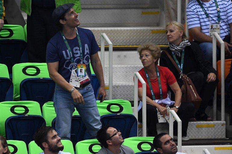 1470922672-syn-esq-1470880567-syn-elm-1470856622-matthew-mcconaughey-olympics-cheering-2