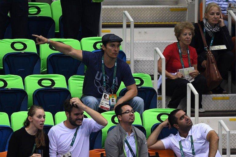 1470922677-syn-esq-1470880573-syn-elm-1470856696-matthew-mcconaughey-olympics-cheering-3