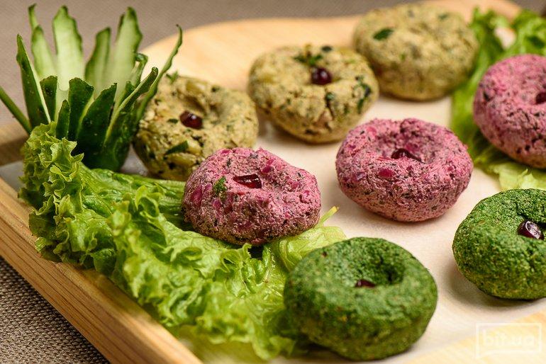 Три вида пхали (свежий шпинат, свекла и стручковая фасоль) – 185 грн