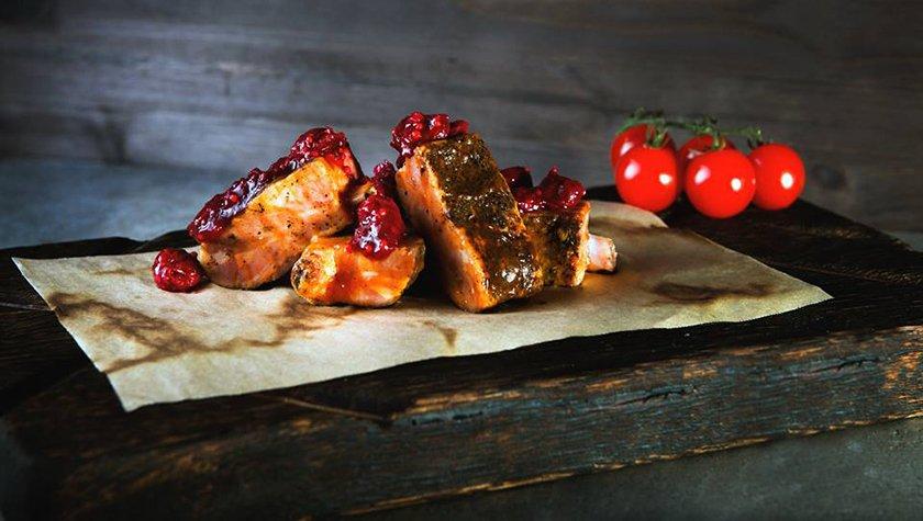 Свиные ребра в вишневом чатни — 165 грн