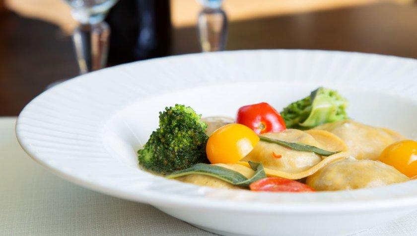 Равиоли с телятиной и томатами черри