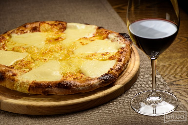 Хачапури Лазури с тройным сыром – 150 грн