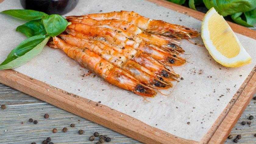 Тигровые креветки, запеченные в дровяной печи с пряным соусом – 211 грн