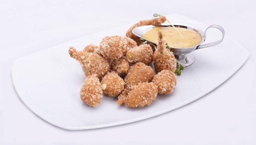 Перцы халапеньо с сыром и горчично-медовым соусом