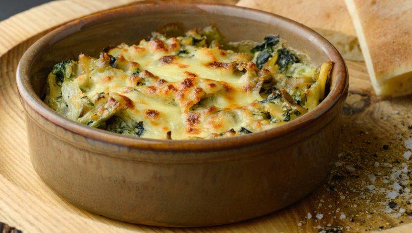 Соте из рапанов в сливочном соусе со шпинатом под сыром – 185 грн
