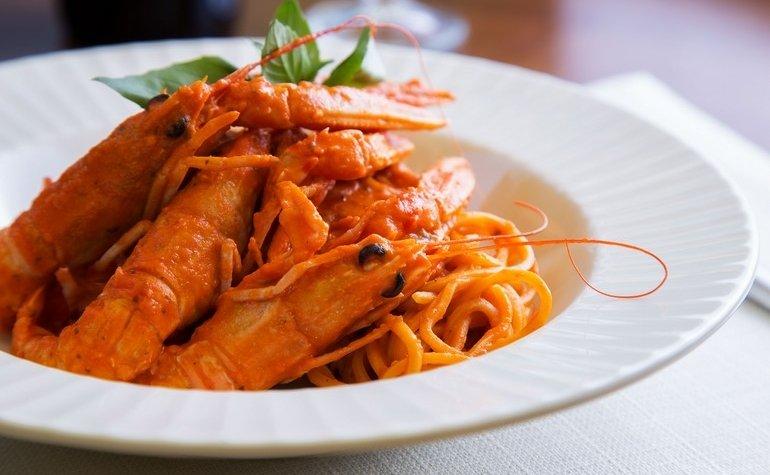 Домашние спагетти с лангустинами