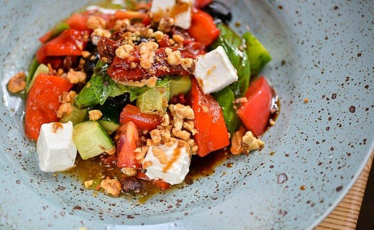 Греческий салат с запеченным перцем, 89 грн