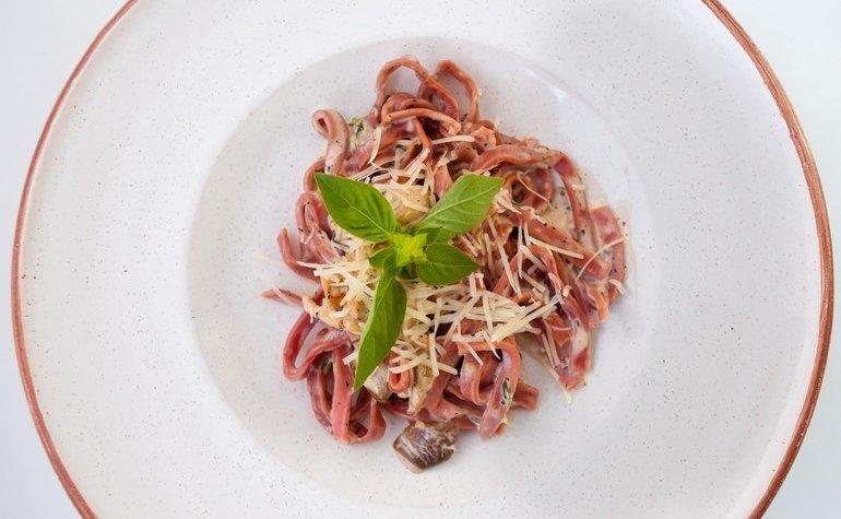 Тальятелле с индейкой и белыми грибами в сливочно-трюфельном соусе, 163 грн