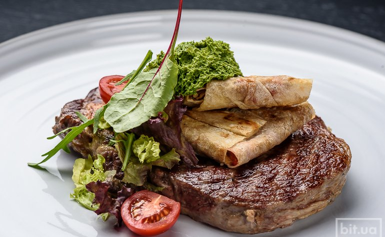Рибай стейк с овощными символами 150 грн.