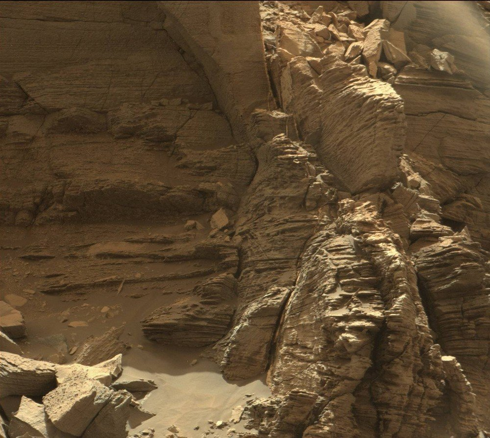 mars-curiosity-rover-msl-rock-layers-pia21044-full2