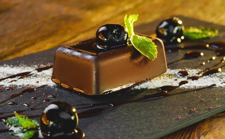 Шоколадный десерт с вишней Амарена, 84 грн