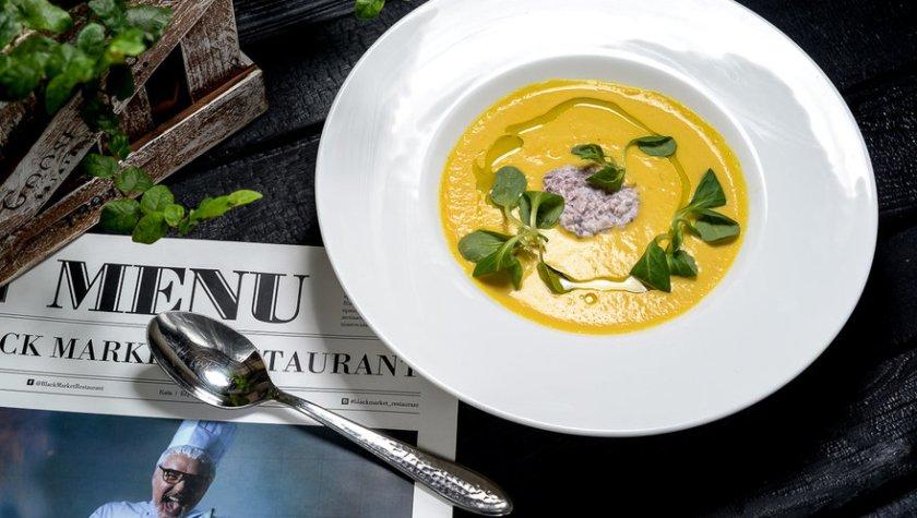 Тыквенный крем-суп с тартаром из осьминога – 297 грн