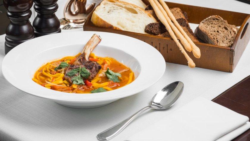 Суп с кореньями и морковной лапшой (подается с каре ягненка) – 275 грн
