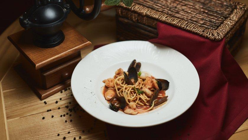 Спагетти с морепродуктами – 264 грн