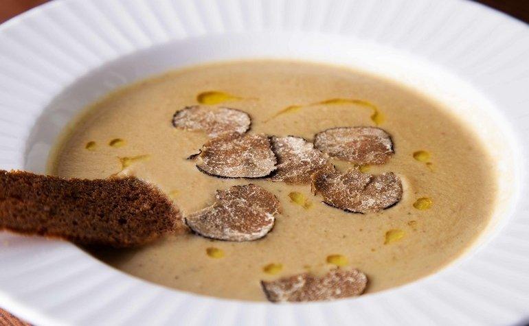 Грибной крем-суп с черным трюфелем