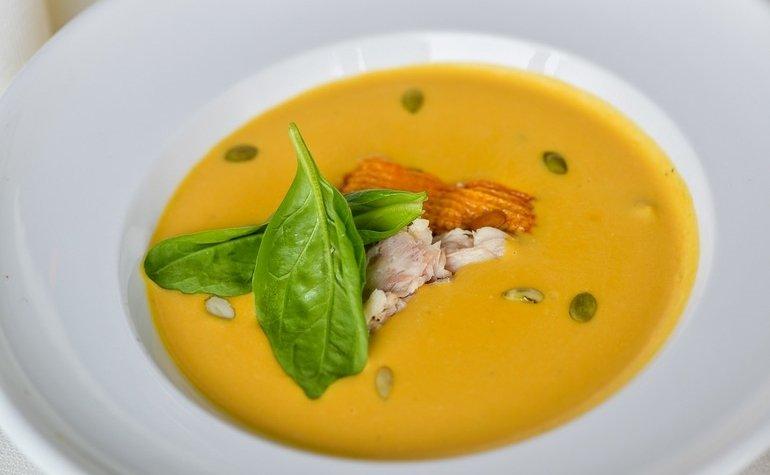 Тыквенный крем-суп с форелью домашнего копчения,