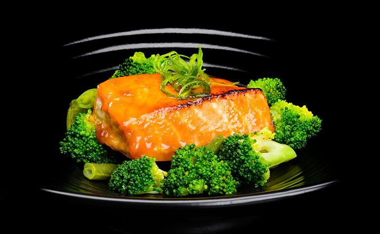 Лосось в мисо соусе с хрустящими овощами