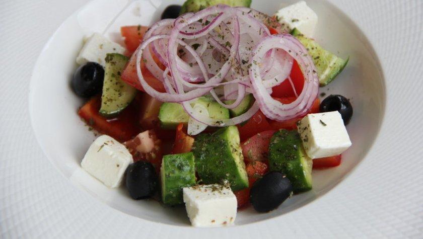Греческий салат с сыром фета – 90 грн