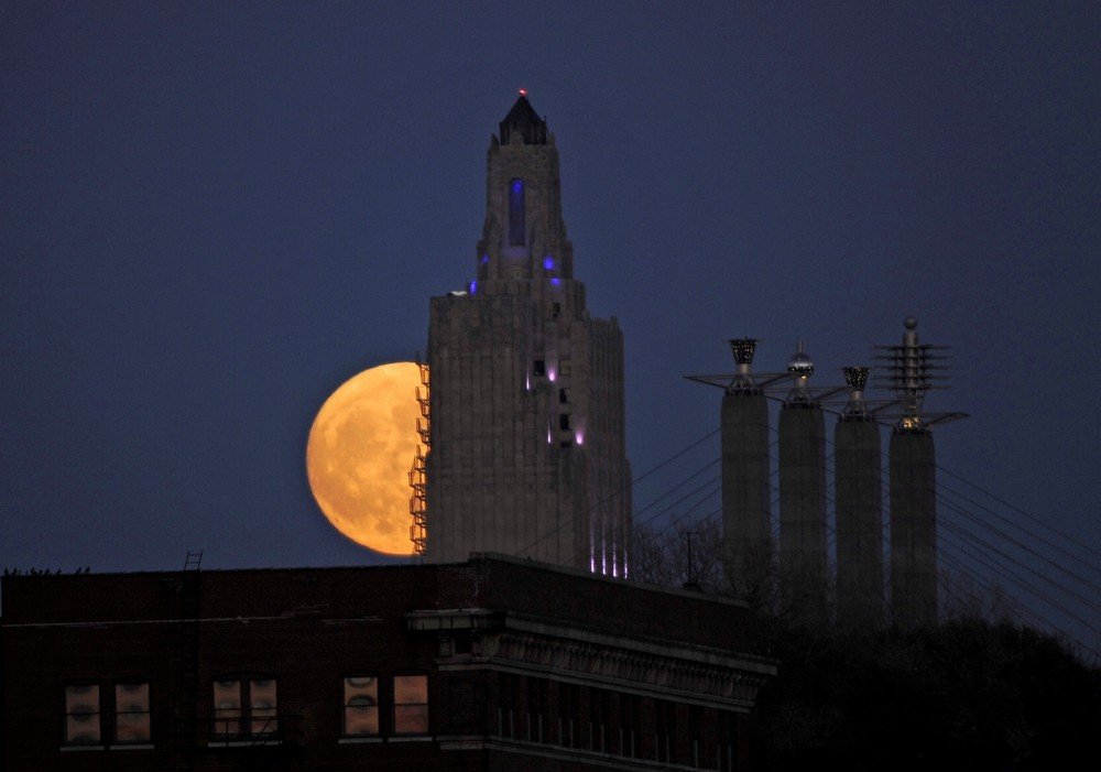 """The """"supermoon"""", the closest the moon comes to Earth since 1948, rises over the Power and Light building in downtown Kansas City, Missouri"""