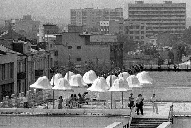 1984-god-mesyats-maj-kafe-zolotye-vorota-na-kryshe-doma-odezhdy-na-lvovskoj-ploshhadi-foto-falin-v-i-e1375610165841