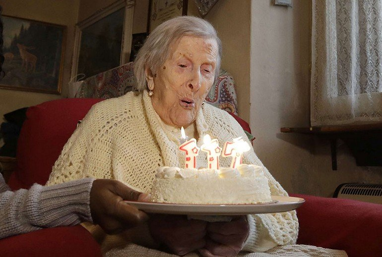 woman-born-1899-celebrate-117th-birthday-emma-morano-3-1