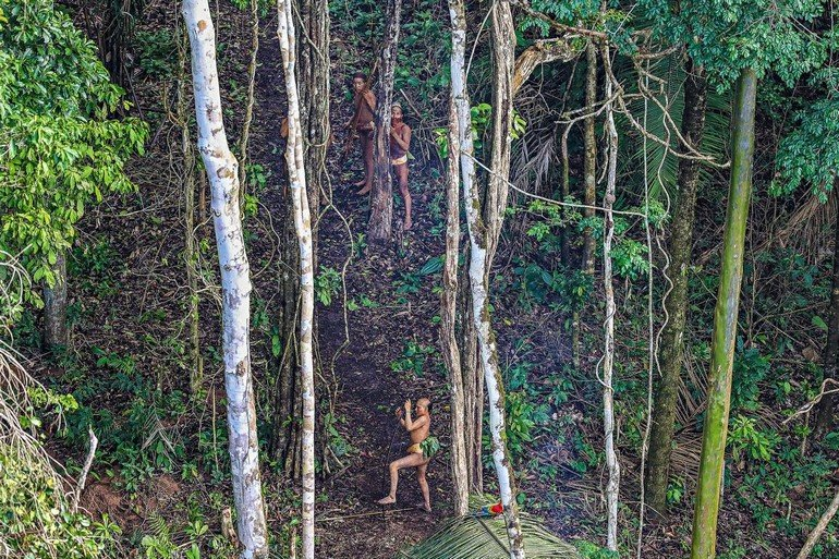 05-uncontacted-tribe-amazon-ngsversion-1482345013821-adapt-1190-1