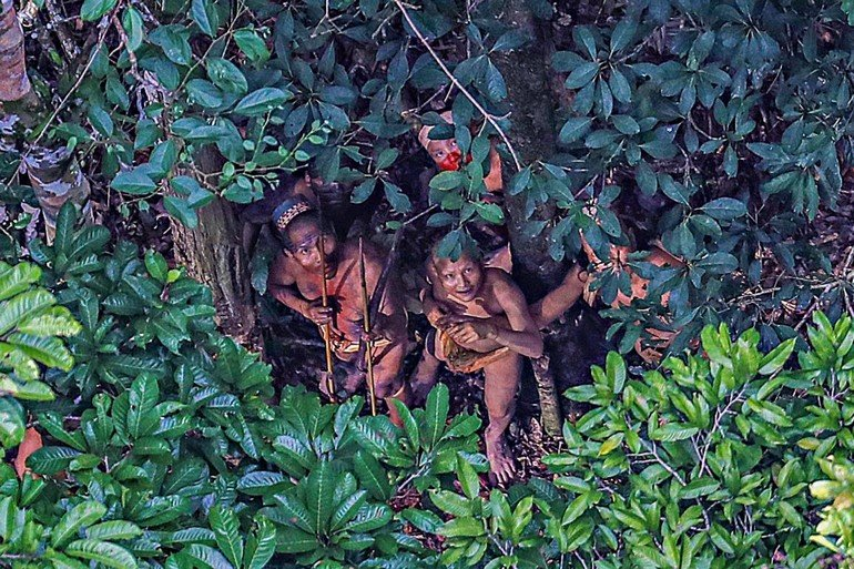 09-uncontacted-tribe-amazon-ngsversion-1482345011940-adapt-1190-1