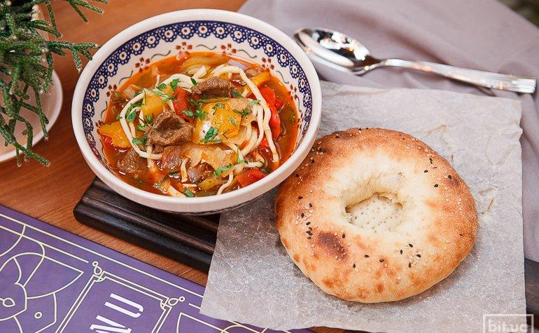 Лагман (суп) — 98 грн., самса со шпинатом (2 шт.) — 78 грн.