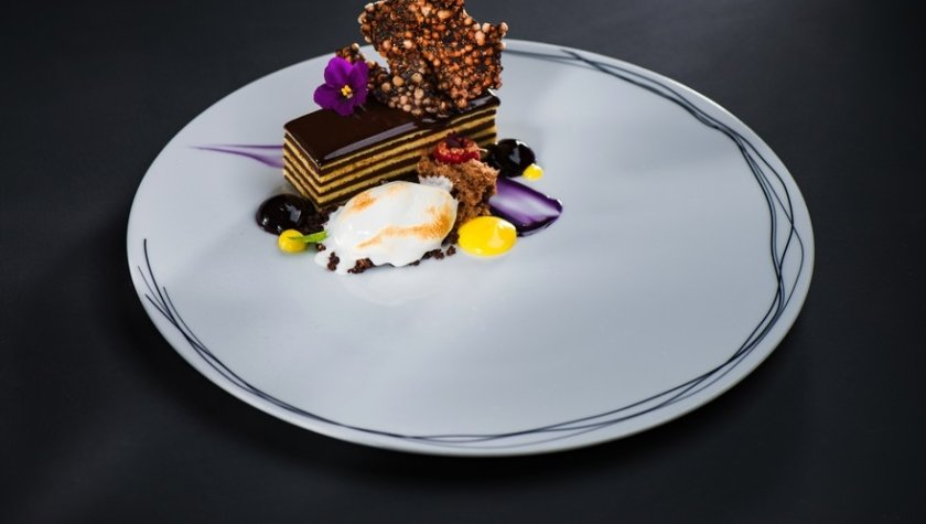 Шоколадный десерт Almondo c лимонным сорбетом