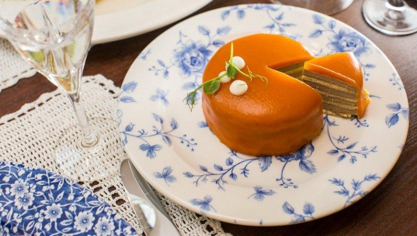 Печеночный торт в морковной глазури
