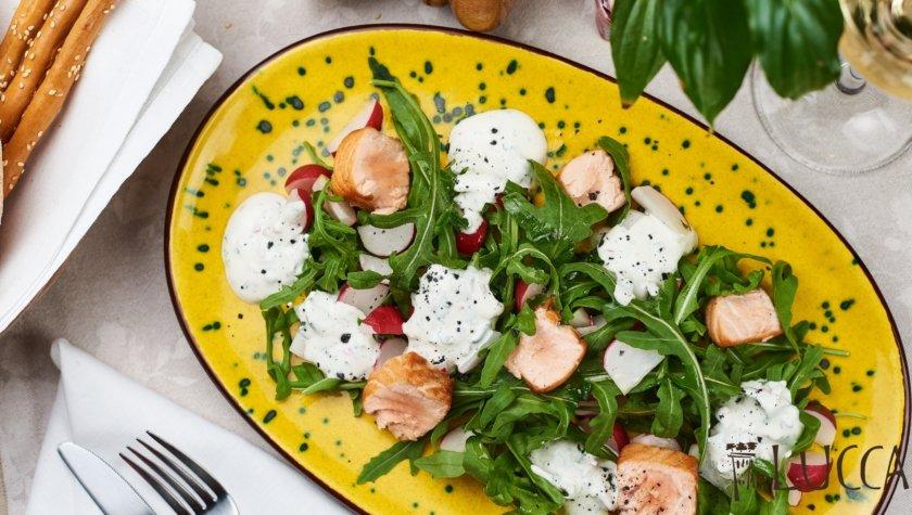 Теплый салат с лососем и редисом, 194 грн