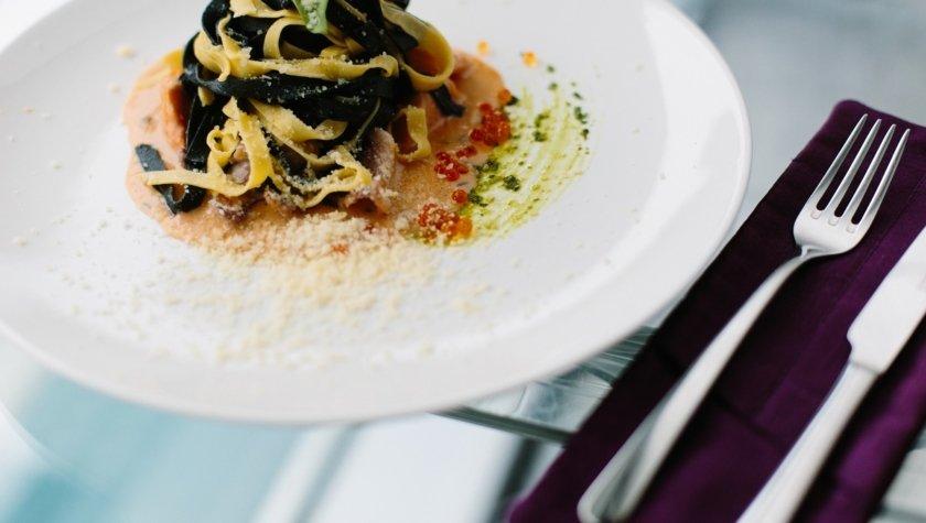 Тальятелле с осьминогом, лососем, креветкой и красной икрой, 215 грн