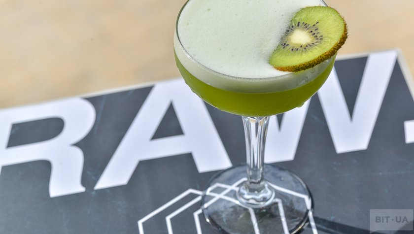 «Kiwi Sour»- bourbon, kiwi syrup, lemon fresh.