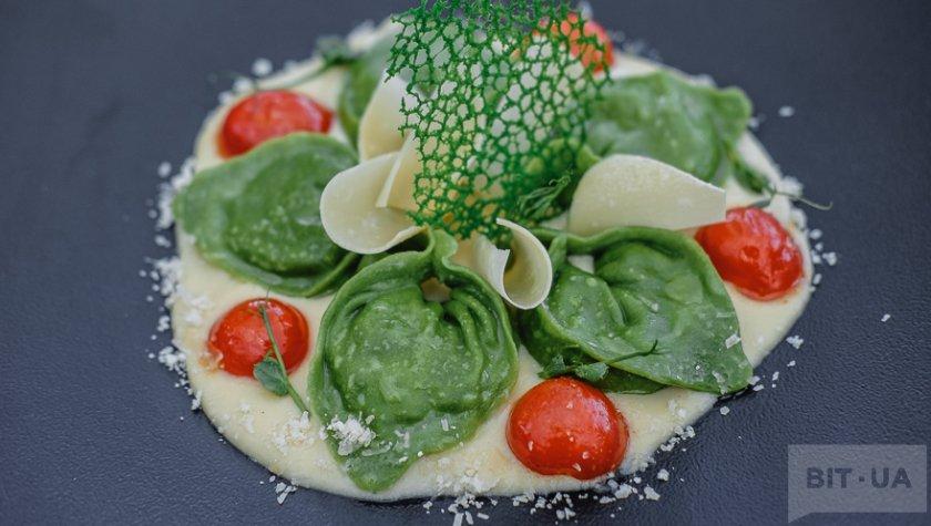 Равиоли с рикоттой и шпинатом на пюре из порея, 375 грн
