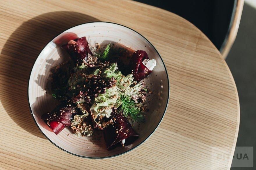 Салат со свеклой и крем-сыром — 46 грн