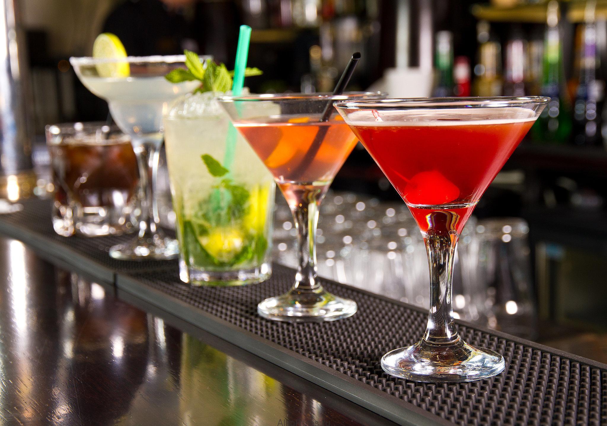 Бокалы бармена картинки принять