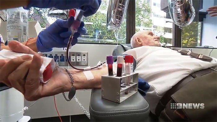 """Человек с """"золотой"""" кровью, спасасший более 2 млн. людей"""