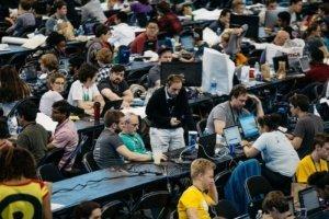 Большой Tech-хакатон в кинопавильоне на Вернадского соберет 1000 человек под одной крышей