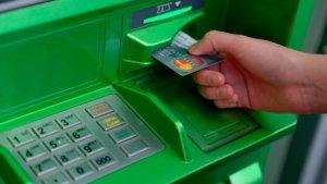 Стоит успеть снять наличные: ПриватБанк предупредил об остановке работы