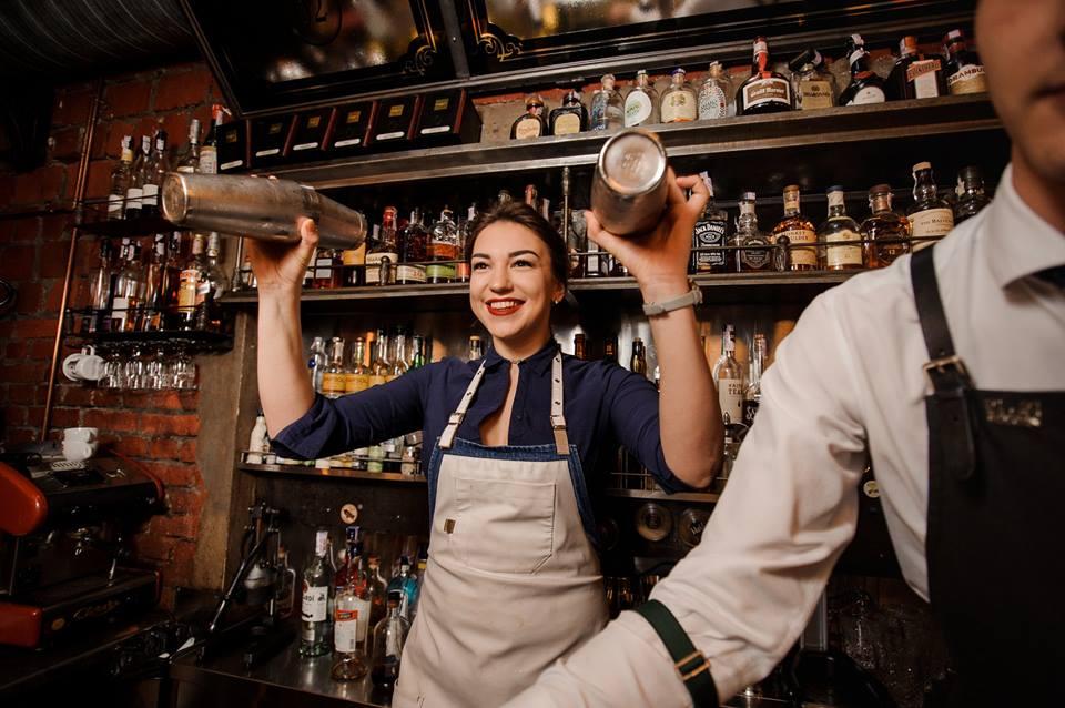 Работа для бармена девушки заработать моделью онлайн в суворов