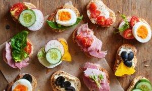 Бутерброди, сендвічі і канапки. У чому різниця