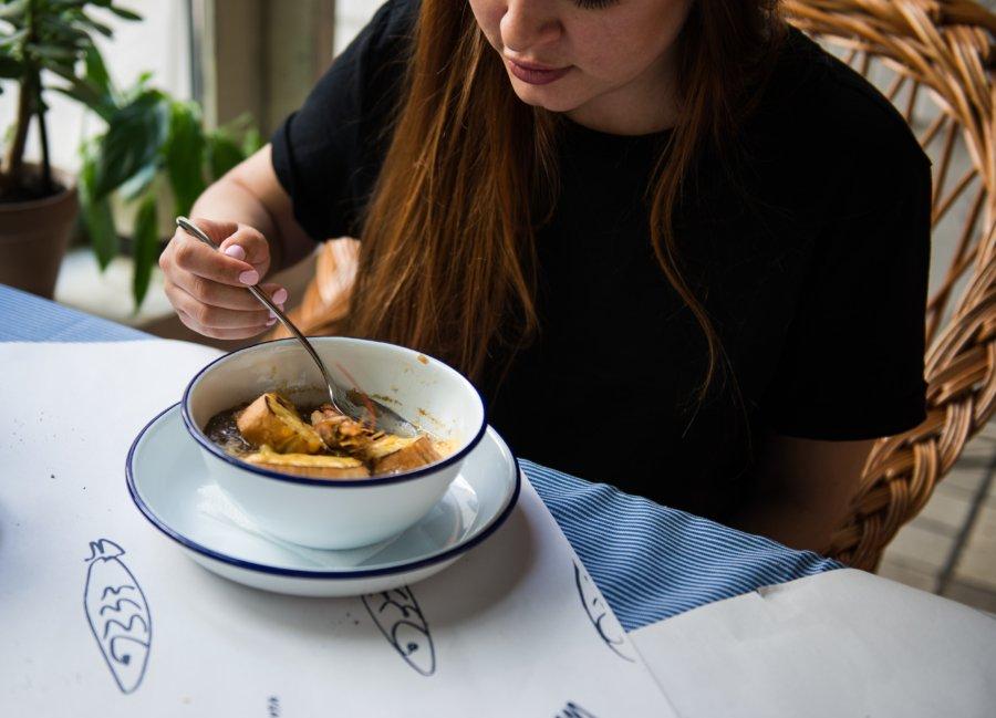 Цибулевий суп із креветками (165 грн)