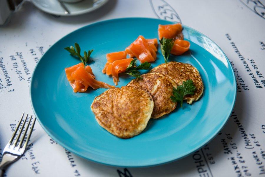 Картопляні оладки з фореллю (98 грн)