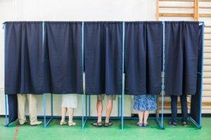 Гречка з логотипом партії та аванс за голос: у поліції розповіли про популярні способи підкупу виборців